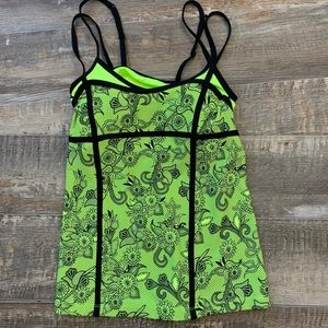 🌻3/20 Cute work out shirt  nice condition